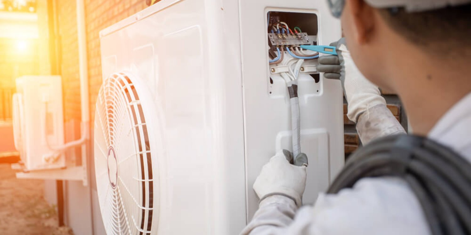 Air,Conditioning,Technician,And,A,Part,Of,Preparing,To,Install